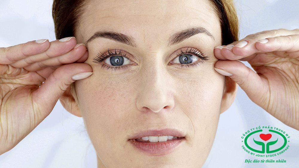 Massage mắt hằng ngày để ngăn ngừa lão hóa mắt